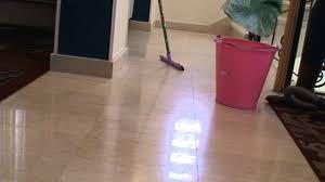 طرق سريعة لكيفية تنظيف ارضيات المنازل